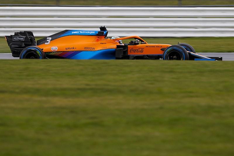 Daniel Ricciardo, fez sua estreia na McLaren em dia de filmagem em Silverstone