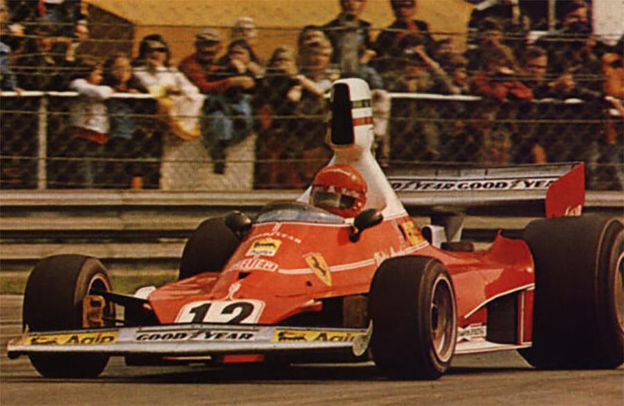 Lauda com a icônica Ferrari 312T, um dos carros mais importantes da F1