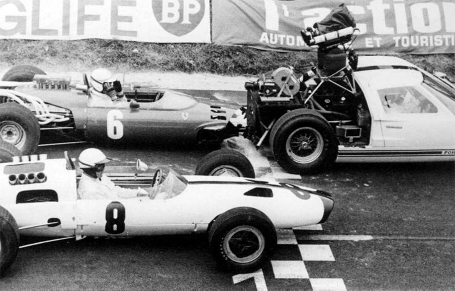 Imagem sobre Com Ford GT de carro câmera, desafios de Grand Prix para mostrar a F1
