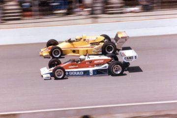 Rick Mears e Tom Sneva, ambos impulsionados pelo motor Cosworth DFX, na Indy 500 de 1979