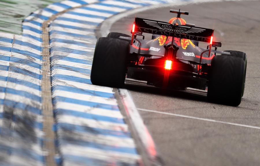 Imagem sobre Para que servem as luzes traseiras dos carros de F1?