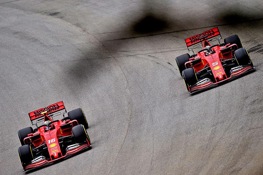 Dupla da Ferrari, Leclerc e Vettel, durante o GP do Brasil de 2019