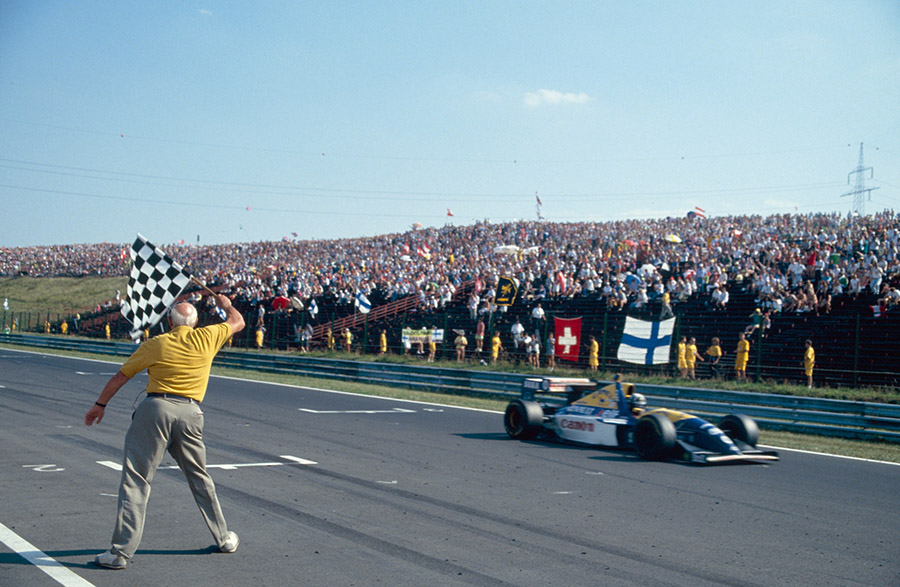 Companheiro do agora tetracampeão Prost, Damon Hill conquistou sua primeira vitória pela Williams na Hungria, em 1993