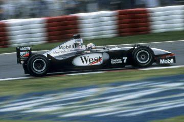 Coulthard conduz o carro da McLaren de 1998