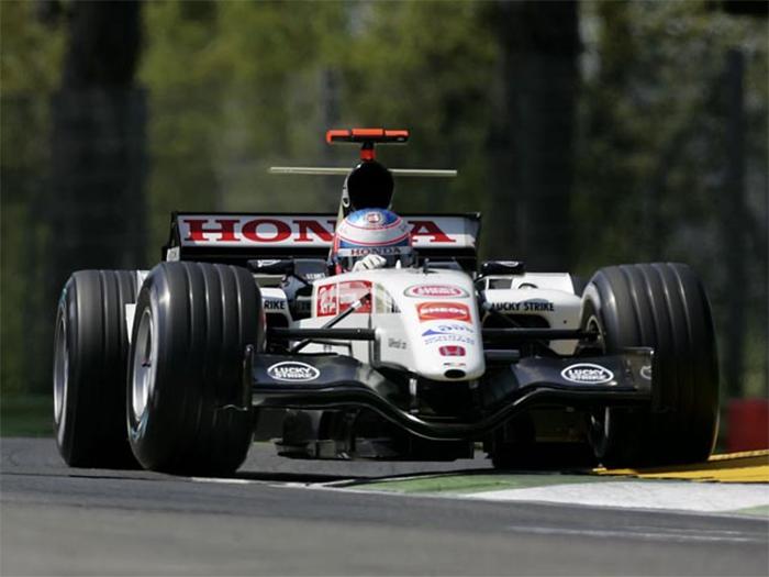 A equipe BAR estava em ascensão na F1 quando foi pega. No final de 2005, foi vendida para a Honda (Foto: Honda)
