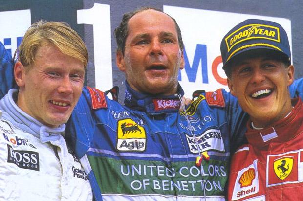 Berger, ao lado de Mika Hakkinen e Michael Schumacher, celebra sua última vitória na F1