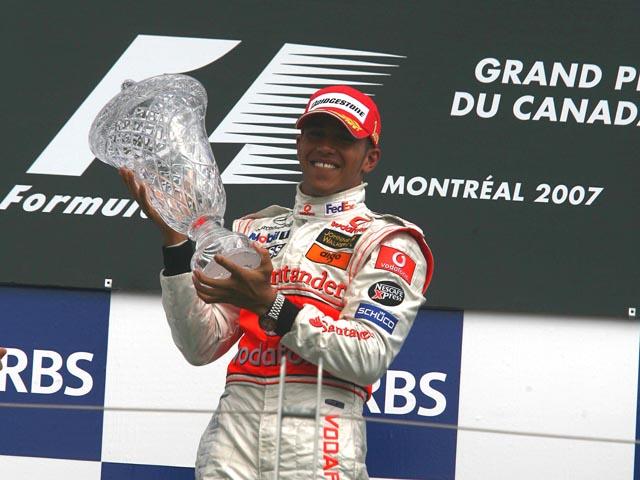 Hamilton celebra sua primeira vitória na F1, no Canadá
