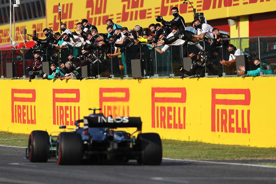 Mesmo com mudanças no regulamento do chassis, a Mercedes não para de vencer desde 2014
