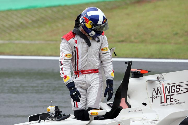 Coulthard armou festa para Interlagos, mas sua última corrida na F1  durou pouco