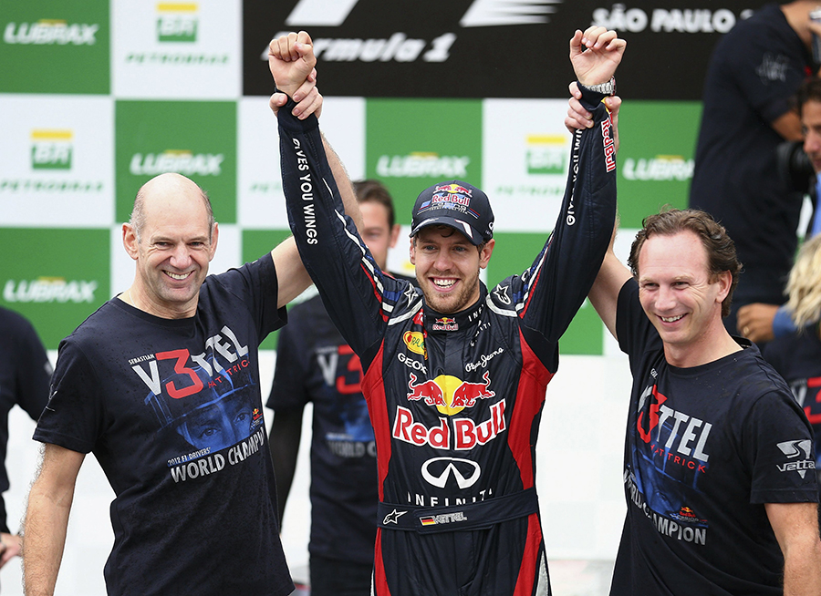 O projetista Adrian Newey, Sebastian Vettel e o chefe de equipe, Christian Horner. O trio que fez a Red Bull dominar a F1 entre 2010 e 13