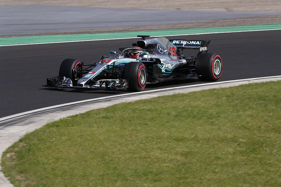 Russell realizoi testes pela Mercedes em testes para jovens promovidos pela F1