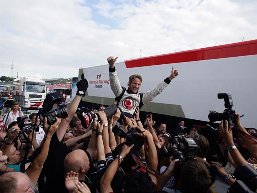 Depois de tanta indefinição sobre o futuro de sua carreira, Button conquistou sua primeira vitória na F1 em 2006, pela Honda (Foto: Honda)
