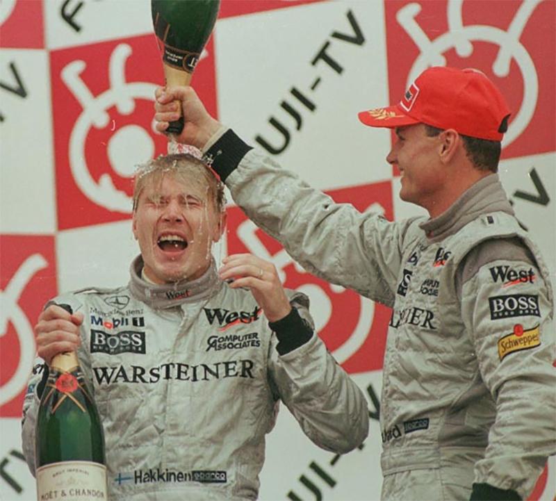Mika Hakkinen foi campeão em 1998 e 99 aproveitando o belo casamento entre McLaren e Mercedes