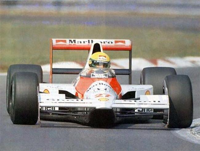 Experiência da McLaren com bico alto ainda em 1990. Conceito passava a ser explorado por todos na F1