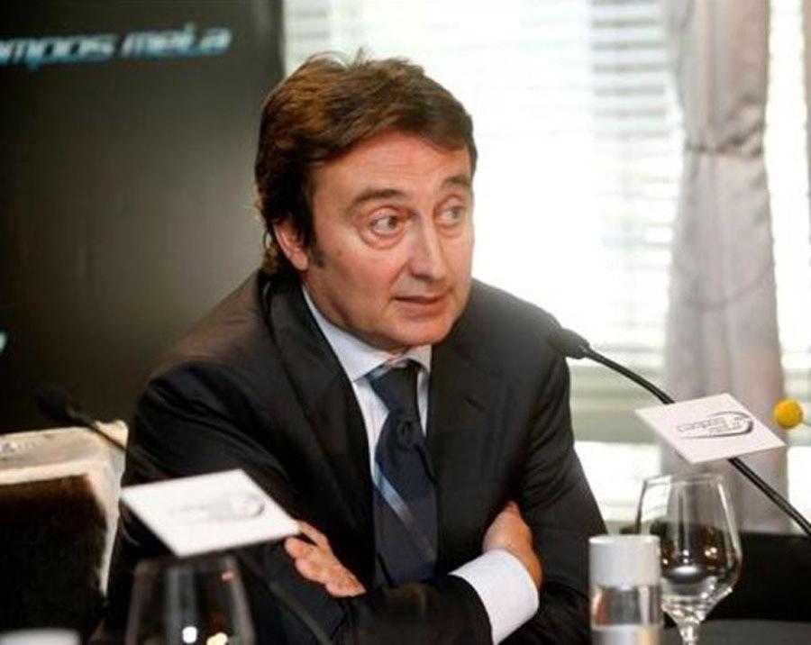 Adrián Campos na coletiva de lançamento de sua equipe na F1. Projeto não foi adiante por falta de recurso