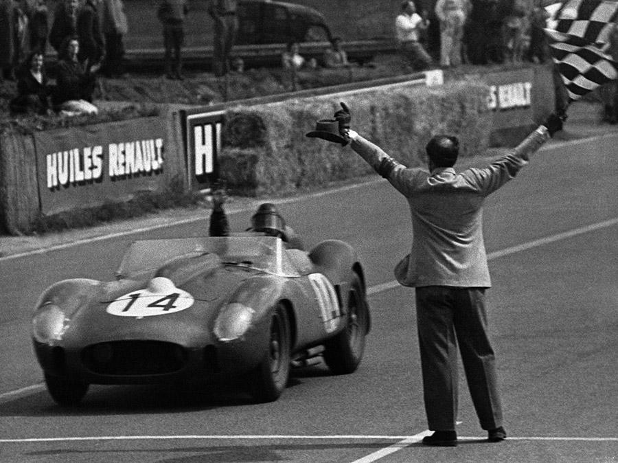 Histórico modelo 250 Testa Rossa da Ferrari venceu a edição de 1958 com o belga Olivier Gendebien e o americano Phil Hill (Foto: Ferrari)