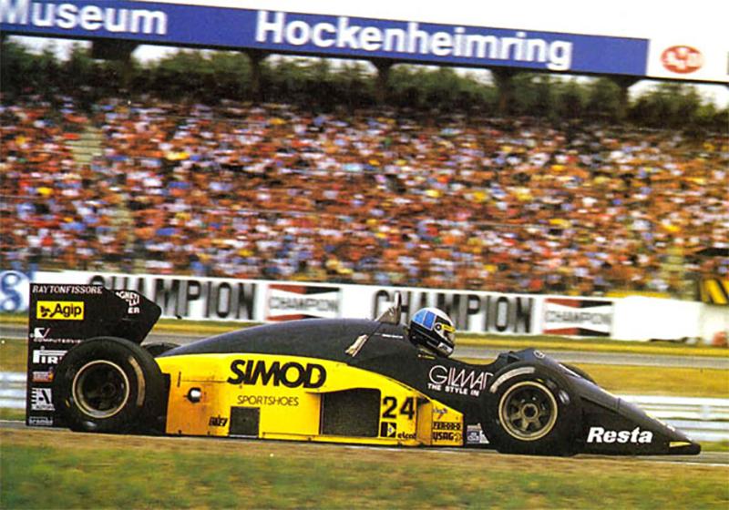 Minardi de Alessandro Nannini empurrada pelo propulsor da Motori Moderni no GP da Alemanha de 1986