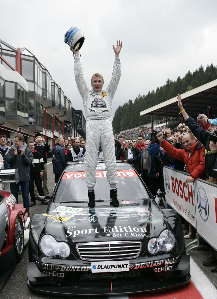 Mika Hakkinen celebra vitória na etapa de Spa do DTM em 2005