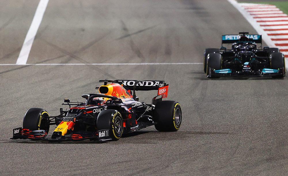 Max Verstappen e Lewis Hamilton travaram luta pela vitória no Bahrein