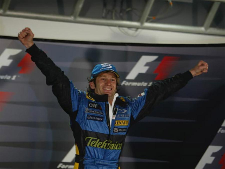 Jarno Trulli celebra sua única vitória na F1 no GP de Mônaco de 2004
