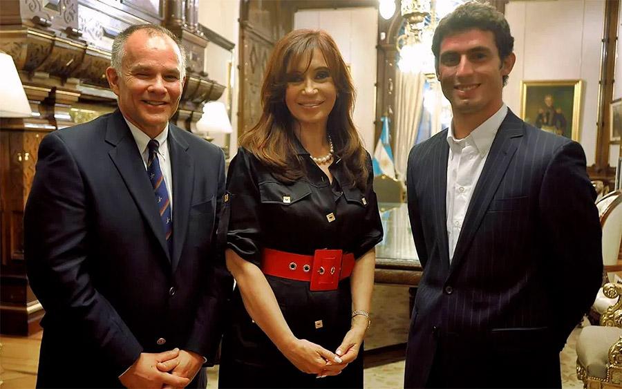 Peter Windsor, da USF1, Cristina Kirchner, presidente da Argentina, e o piloto José María López em anúncio de acordo