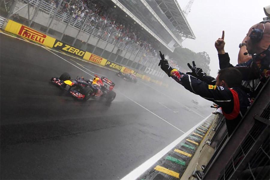Vettel conquista o título de 2012 da F1 de forma muito mais dramática do que o esperado