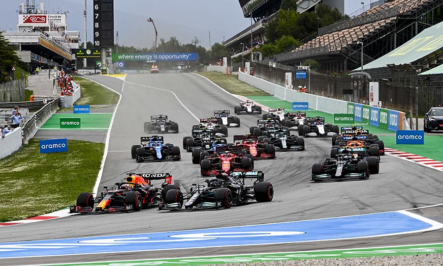 Boa largada de Verstappen chegou a dar pinta que a vitória da Red Bull poderia sair em Barcelona