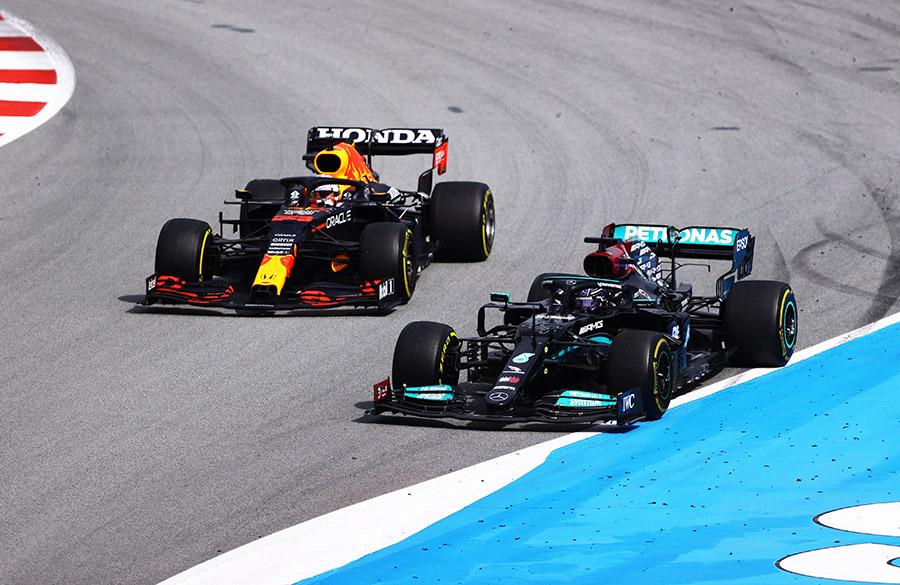 Verstappen não consegue com sua Red Bull segurar a Mercedes de Hamilton no GP da Espanha de 2021