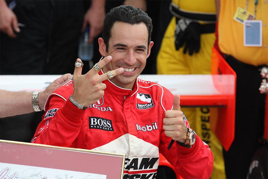 Tricampeonado de Castroneves na Indy 500 foi mais dramático pelo que o piloto passou fora da pista do que dentro