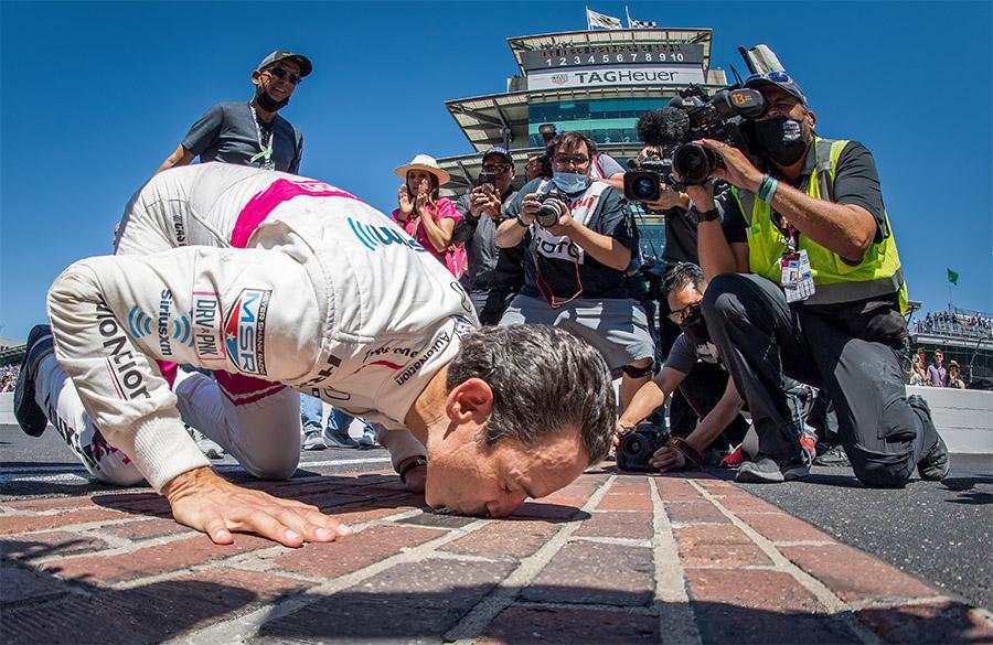 Após quase uma década de tentativas, Castroneves conquistou o tetra na Indy 500 em 2021