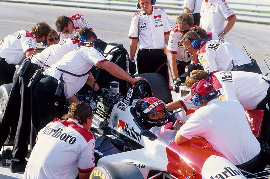 Integrantes da Ilmor e da Mercedes trabalharam no motor utilizado pela Penske na Indy 500 de 1994 (Foto: Daimler)