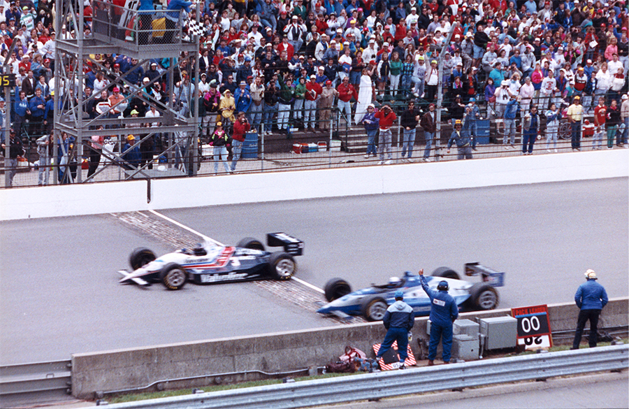 Al Unser Jr e Scott Goodyear protagonizaram a chegada mais acirrada da história da Indy 500 em 1992