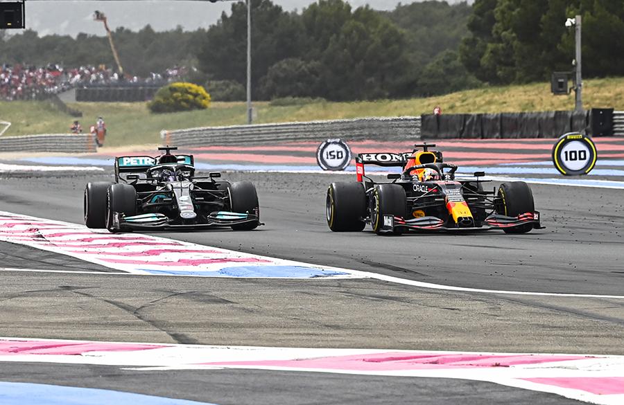 Hamilton e Verstappen brigam pela vitória no GP da França de 2021