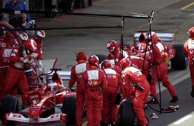 Safety car por conta da invasão do padre irlandês causou uma correria aos pits. Por estar à frente na corrida, de forma inusitada, Barrichello teve a chance de parar antes e deixar Schumacher esperando atrás