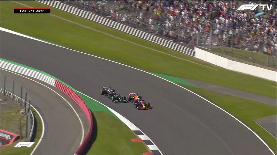 Hamilton e Verstappen dividem a Copse