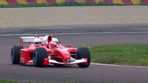 Imagem sobre Vai uma carona aí? Conheça carros de F1 com lugar de passageiro