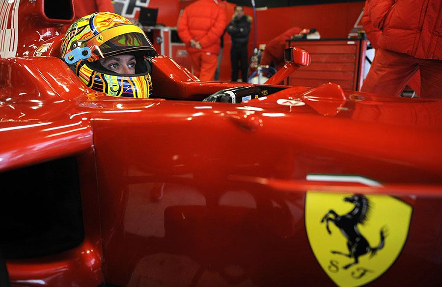 Heptacampeão da MotoGP, Valentino Rossi namorou firme com a F1 nos anos 2000