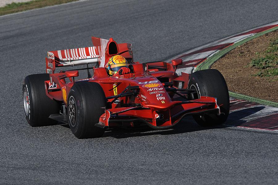 Valentino Rossi fez vários testes pela Ferrari, sendo o último que se tenha notícia em 2010, em Barcelona, com um modelo de 2008