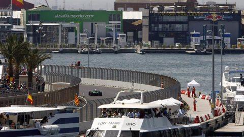 Imagem sobre Pista de F1 em Valência se torna acampamento de imigrantes e refugiados