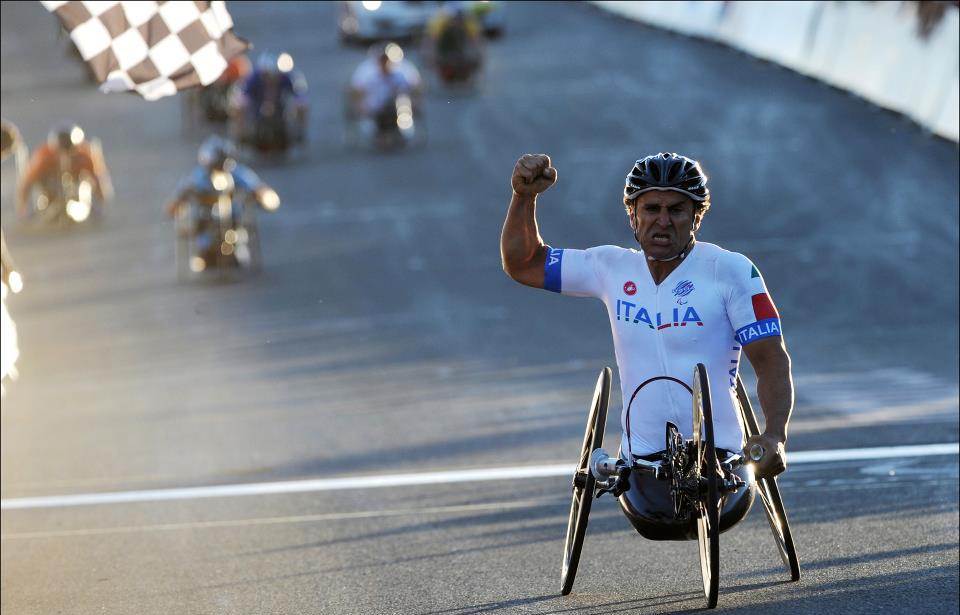 Zanardi conquistou quatro medalhas de ouro e duas pratas nas Paralimpíadas, além de 12 títulos mundiais de paraciclismo