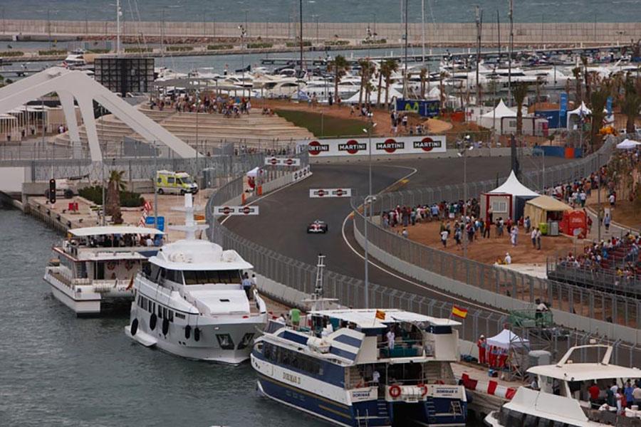 F1 visitou pela primeira vez o circuito de rua de Valência em 2008, passando pelo porto com diversos iates atracados e arquibancadas lotadas
